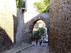 Hissar Gate, dating from 1300 AD, in the Plovdiv Starija Grad (Old Town).  #Bulgaria