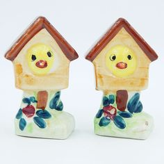 Set of vintage pre-owned figural novelty gloss glazed porcelain ceramic salt and pepper shakers set.  A pair of brown bird houses with a green floral post type base, with a yellow bird peaking out of each bird house. #Vintage #Birdhouse #SaltAndPepperShakers