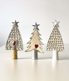 Newest Images pottery handmade christmas Tips Three Wool Felt Christmas Trees Diy Felt Christmas Tree, Christmas Sewing, Christmas Makes, Noel Christmas, Homemade Christmas, Christmas Tree Decorations, Ceramic Christmas Trees, Xmas Tree, Christmas 2019