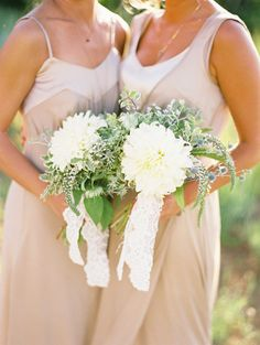 Billowing bouquets against taupe-toned dresses Photography by Leo Patrone Photography / leopatronephotography.com, Floral Design by Honey of a Thousand Flowers / sarahwinward.com