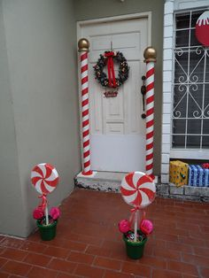 50 Best Candy Cane Christmas Decorations which are the Sweetest things you've Ever Seen - Hike n Dip Can't get enough of candy canes? Learn how to decorate your home for Christmas with these Candy Cane Christmas Decorations Ideas right here. Gingerbread Christmas Decor, Candy Land Christmas, Outside Christmas Decorations, Candy Decorations, Easy Christmas Crafts, Christmas Wishes, Christmas Projects, Christmas Fun, White Christmas