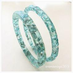 ブルーグリーンアパタイトのさざれ石バングル。#ハンドメイド #レジン #アパタイト #天然石 #さざれ石 #バングル #アクセサリー #手作り #bangle #accessory #handmade #stonechips