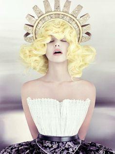 2014 Canadian Hairstylist / Coiffeur canadien Contessa Winner: Tony Ricci form Ricci Hair Co., Edmonton, AB