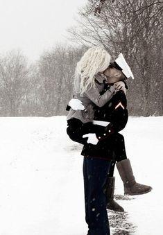 Military Kiss Photo Idea
