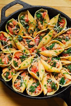 Ricotta Stuffed Pasta Shells with Sausage and Spinach Sausage, Spinach, Tomato and Ricotta Stuffed Shells Easy Dinner Recipes, Healthy Dinner Recipes, Vegetarian Recipes, Easy Meals, Summer Recipes, Spinach Stuffed Shells, Stuffed Shells Recipe, Italian Recipes, Beef Recipes