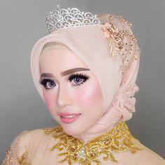 Flawless Look this afternoon for my bride  Ready for #reception Miss Alfi @alfilailaaa ❤️❤️❤️ - Makeup by ME @vizzily / Hijab by @farida_makeup_wedding / Lashes @supplierbulumatamurah . . . . . #bridesbyvizzily #makeupartistjakarta #makeupartistindonesia #makeupartisttangerang #makeupartistsurabaya #makeupartistbandung #muajakarta #muaindonesia #muaindo #muatangerang #muasurabaya #muabandung #muabatak #thebridedept #riaspengantin #adatjawa #muahijab #adatbatak #makeuphijab #anastasiabever...