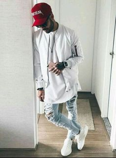 Price of Your size Adidas Yeezy Boost 350 Triple White / Cream Best White Jeans, White Jeans Outfit, Fashion Mode, Urban Fashion, Mens Fashion, Style Fashion, Fashion Trends, Vetement Hip Hop, Mode Outfits