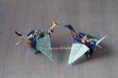 Boucles d'oreilles origami grues en papier japonais : Boucles d'oreille par atelier-d-ombeline