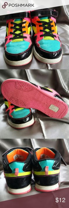 One pair Boys / Mens OP Sneakers size 6 One pair Boys / Mens OP Sneakers Size 6 in very good used condition. These Sneakers are very colorful. These Sneakers would fit a women also that wear a size 8. No tears or holes. 0P Shoes Sneakers