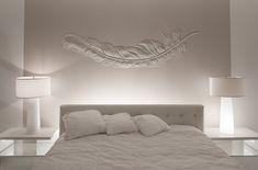 """Cosa metto sopra al letto ? O """"in capo"""" al letto, come si diceva una volta …. Potrebbe sembrare una vecchia filastrocca per bambini, e forse lo è per davvero, ma per la maggior parte di coloro che si trovano ad arredare la propria camera da letto, questa filastrocca, può"""