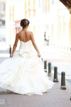 Robe de mariée unique avec son voile et son jupon d'occasion