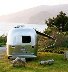 Airstream camping by the ocean. Life is good! Airstream Bambi, Airstream Travel Trailers, Airstream Camping, Vintage Campers Trailers, Vintage Airstream, Vintage Caravans, Camper Trailers, Airstream Interior, Rv Campers