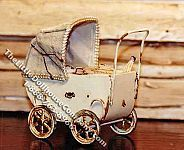 Miniature Pram Kit for Dollhouses Haunted Dollhouse, Dollhouse Kits, Dollhouse Miniatures, Vintage Pram, Vintage Dolls, Miniature Furniture, Dollhouse Furniture, Prams And Pushchairs, Antique Dollhouse