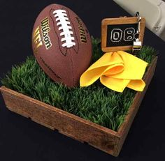 New Ideas For Sport Party Centerpieces Football Themes - Graduation pictures,high school Graduation,Graduation party ideas,Graduation balloons Football Wedding, Football Banquet, Football Themes, Football Birthday, Sports Birthday, Sports Party, Birthday Party Themes, Football Decor, Nfl Party