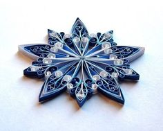 Snowflakes - Awesome snowflake. Some day I'd like to ty to create this masterpiece...