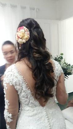 Acesse esse guia definitivo com os 10 melhores penteados para casamento no civil. Saiba como ficar linda e elegante na medida certa!