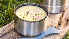 Turmat kommer i mange varianter, og i denne oppskriften lager du suppe med reker. Suppen kan du lage hjemme og ta med i en mattermos. Tilsett rekene ved servering.