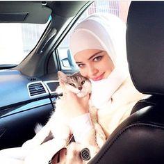 Chechen Arab Girls, Muslim Girls, Abaya Fashion, Modest Fashion, Islamic World, Hijab Styles, Beautiful Hijab, I Love Girls, Mode Hijab