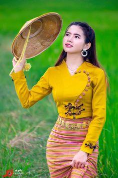 Myanmar Traditional Dress, Traditional Dresses, Beautiful Japanese Girl, Beautiful Asian Women, Myanmar Dress Design, Skirt Fashion, Fashion Outfits, Cute Lesbian Couples, Senior Girl Poses