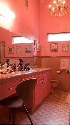 Vintage bathroom love...our neighbors had a bathroom just like this.