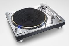 アナログレコードが世界的に人気復活しているトレンドを受けて、パナソニックはTechnicsブランドのターンテーブル「Technics SL-1200」の復活を華々しく発表しました。