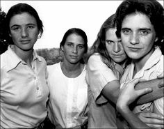 Portraits of 4 sisters every year for 36 years, 1975 – 2010