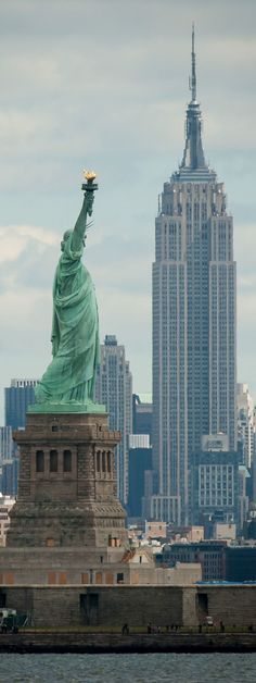 Statue of Liberty, Empire State Building, the old landscape of New York City. New York Travel, Travel Usa, Travel Icon, Vacation Travel, Vacations, Central Park New York, Empire State Building, Places To Travel, Places To See