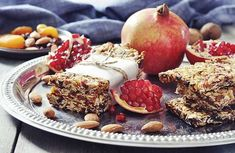 Energy bars, as healthy as they can get! Healthy Vegan Snacks, Diet Snacks, Protein Snacks, Protein Bars, Healthy Bars, Healthy Eating, Energy Snacks, Healthy Breakfasts, High Protein