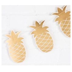 Package includes 1 x metre bunting. This adorable gold pineapple banner, is the perfect party backdrop for your tropical, tutti frutti festivities. Pineapple Dimensions: 14 cm x Made by My Mind's Eye Party Bunting, Party Garland, Hawaiian Luau Party, Tropical Party, Summer Party Decorations, Birthday Party Decorations, Gold Pineapple, Fruit Party, Tutti Frutti