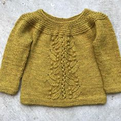 Ravelry: Enid pattern by Oomieknits Diy Knitting Clothes, Knitting For Kids, Aran Knitting Patterns, Knit Patterns, Girls Sweaters, Baby Sweaters, How To Purl Knit, Cardigan Pattern, Lana