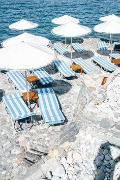 A vacation in Greece | Image via @belenhostalet