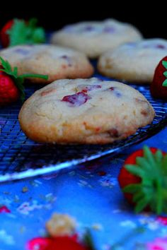 Kakkuviikarin vispailuja!: Mansikka-valkosuklaa cookies Tuli, Baked Potato, Mashed Potatoes, Sweet Tooth, Candy, Cookies, Baking, Vegetables, Ethnic Recipes