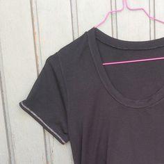 Mein Plantain-T-Shirt in Schwarz mit Silbernähten. Genäht von ganzmeinding