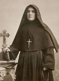 Filles pauvres de San Cayetano (Sœurs de San Cayetano)  Date et lieu de création:  1884 - Italie  Fondateur  :  Bl. Giovanni Maria Boccardo HABIT DE LA FONDATION