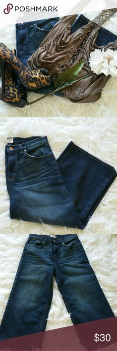 "SALE J. Crew ""Raynor"" Premium Crop Denim Amazing  J. Crew ""Raynor"" Premium Crop Denim 21"" Inseam 98% Cotton 2% Elastane Like New J. Crew Jeans Ankle & Cropped"