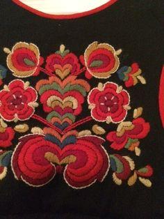 FINN – Hallingbunad, festbunaden fra Nes. Brooch, Embroidery, Decoration, Needlepoint, Decor, Brooches, Decorations, Decorating, Dekoration