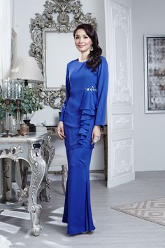 Baju Kurung Scha AlYahya – Jakel Muslim Fashion, Modest Fashion, Women's Fashion Dresses, Hijab Fashion, Elegant Dresses, Beautiful Dresses, Frock Patterns, Abaya Designs, Couture Dresses