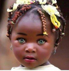 This babe look soooo beautiful nice eye color