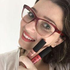 Passe uma camada de batom bege em cima de um vermelho para uma cor coral lindo! | 15 misturinhas para você se inspirar com suas maquiagens