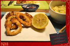 Beignets de calamars nouilles jaunes sauce piquante / Poivré Seb Sauce Tomate, Beignets, Onion Rings, Ethnic Recipes, Nouvel An, Food, Table, Hot Sauce, Noodles