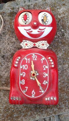 VINTAGE KIT KAT KLOCK CLOCK FOR REPAIR OR PARTS WORKS!