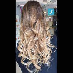 Originali sfumature _ Degradé Joelle #cdj #degradejoelle #tagliopuntearia #degradé #igers #musthave #hair #hairstyle #haircolour #longhair #ootd #hairfashion #madeinitaly #wellastudionyc #workhairstudiovittorio&tiziana #roma #eur