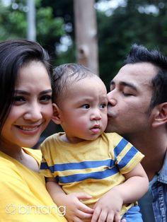 Tepis Isu Cerai, Raffi Ahmad - Nagita Rayakan Ultah Pernikahan - http://wp.me/p70qx9-60B