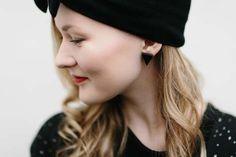 Beanie MUKA VA, cardigan Uhana Design, earrings Vuoriortta.  #mukava #uhana #vuoriortta #finnishdesign #ecological  www.weecos.com