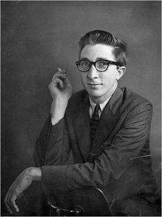 John Hoyer Updike fue un importante escritor estadounidense, autor de novelas, relatos cortos, poesías, ensayos y críticas literarias, así como de un libro de memorias personales.