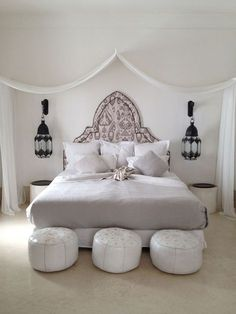 this kind of style for bedroom with macrame plant hangers from the ceiling and gian dreamcatcher marrakech. this kind of style for bedroom with macrame plant hangers from the ceiling and gian dreamcatcher Moroccan Style Bedroom, Morrocan Decor, Moroccan Interiors, Moroccan Lanterns, My New Room, Master Bedroom, Bedroom Bed, Bedroom Furniture, Plant Hangers
