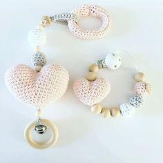 Diy Crochet Crochet For Kids Crochet Toys Homemade Baby Blankets Corazon Crochet Knifty Knitter Baby Zimmer Baby Rattle Baby Box Crochet Baby Toys, Crochet Animals, Crochet For Kids, Diy Crochet, Baby Knitting, Homemade Baby Blankets, Expecting Mom Gifts, Peg Bag, Knifty Knitter