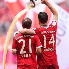 Xabi Alonso Photos Photos: Bayern Muenchen v SC Freiburg - Bundesliga Xabi Alonso, Football Soccer, Football Players, Sc Freiburg, Philipp Lahm, Fifa 17, Fc Bayern Munich, Football Pictures, Trainer