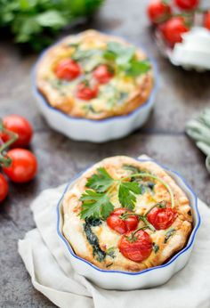 Mini quiche with spinach and goat cheese - Mini quiche with spinach and goat cheese. A delicious 1 person quiche that is too tasty to share! Healthy Sweet Snacks, Healthy Appetizers, Healthy Recipes, Mini Quiches, Eating Fast, Clean Eating Snacks, Tapas, Good Food, Yummy Food