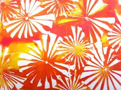 Such cool effects can be achieved in Gelli® printing using a simple piece of folded paper. Watch this video t o see the interest...